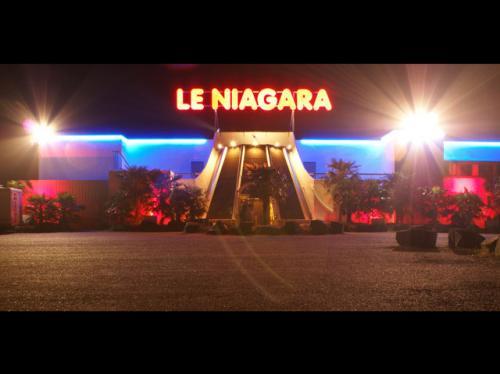 Le niagara discotheque missilac for Exterieur boite de nuit