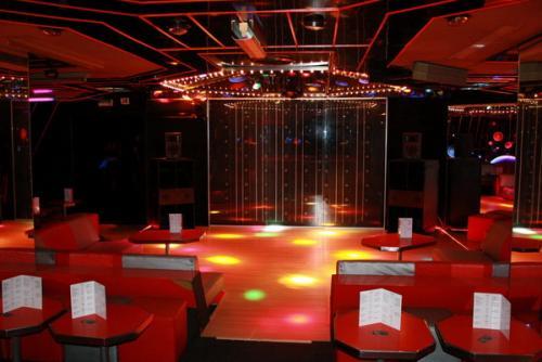 l 39 esmeralda discotheque saint laurent du var. Black Bedroom Furniture Sets. Home Design Ideas