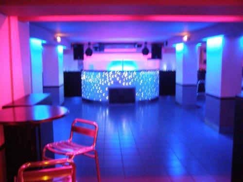 Soir e blanche discoth que le bakoua discotheque for Deco boite de nuit