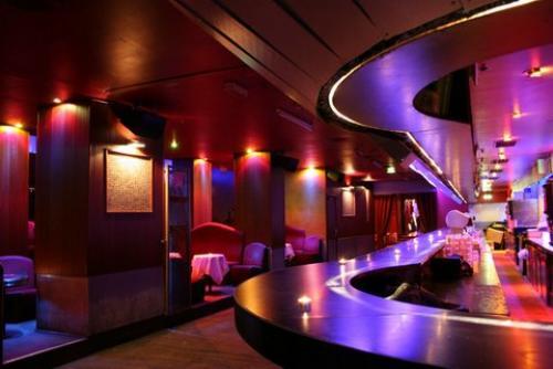 la locomotive discotheque paris. Black Bedroom Furniture Sets. Home Design Ideas